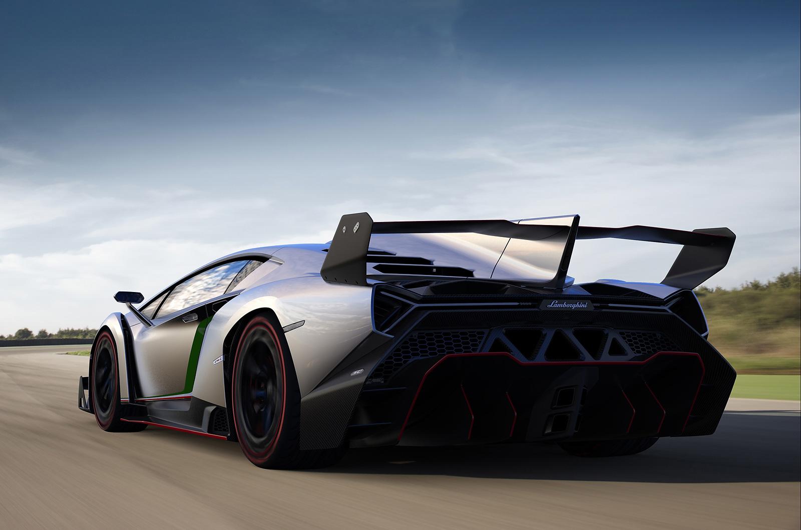 Lamborghini Veneno buntut
