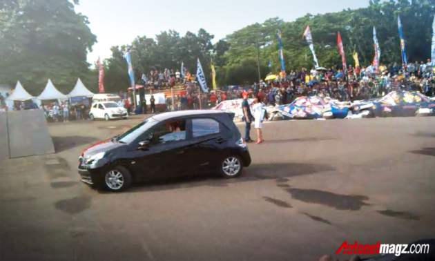 Honda Brio ngedrift di Tumplek Blek 2013