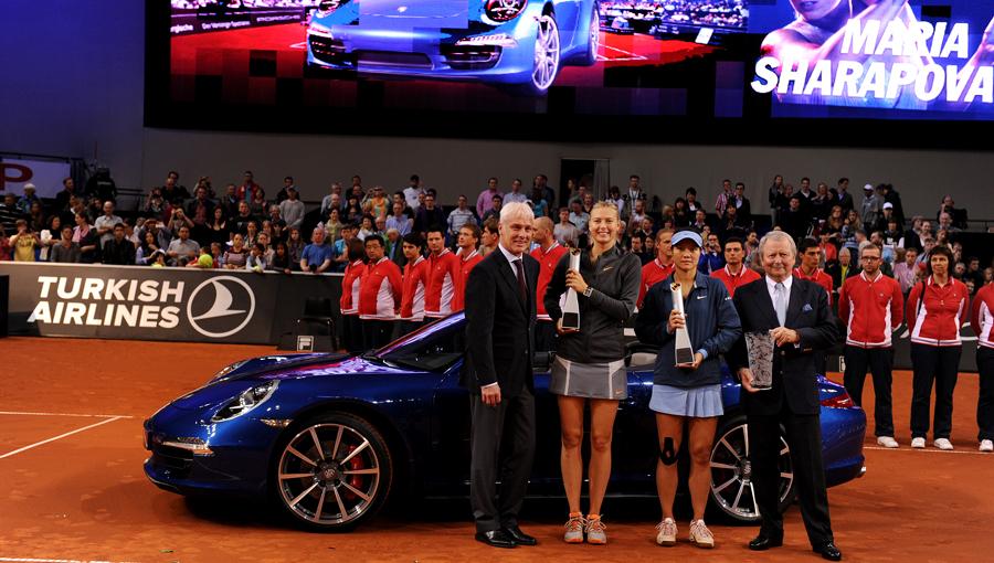 Maria Sharapova Porsche biru