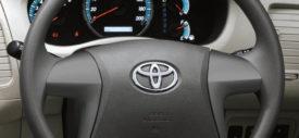 Toyota Kijang Innova 2013 belakang
