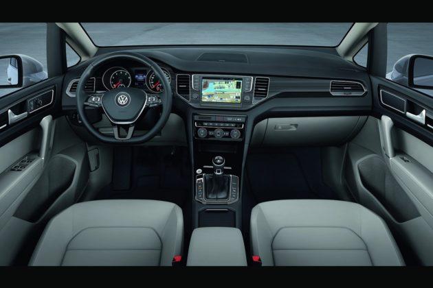 VW Golf Sportsvan dashboard