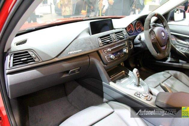 Interior BMW 320i Sport Indonesia