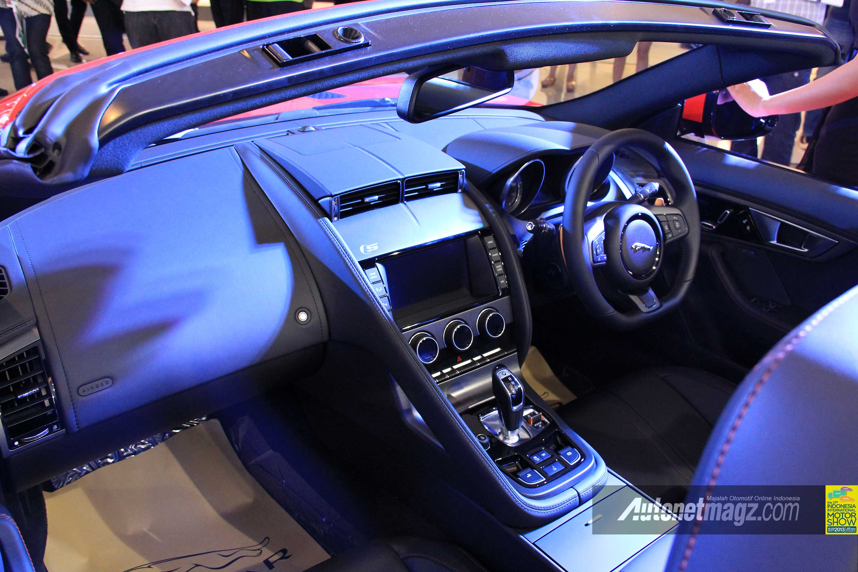 Kokpit Interior Jaguar-F-Type