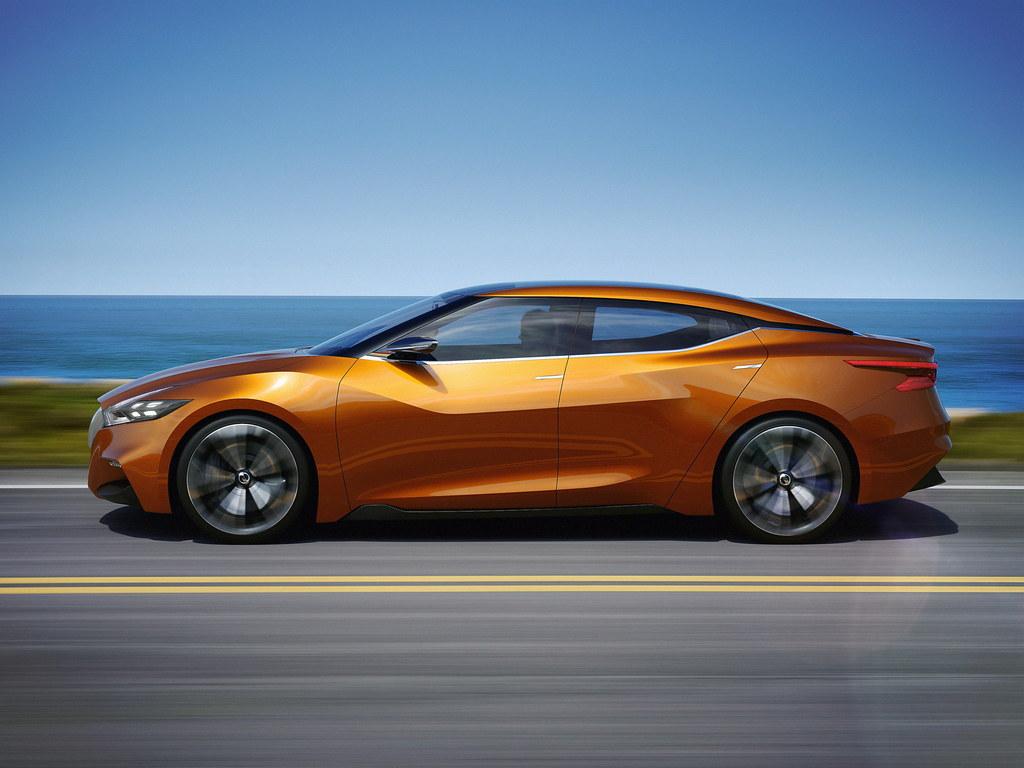 Nissan Sports Sedan Concept 2014 samping