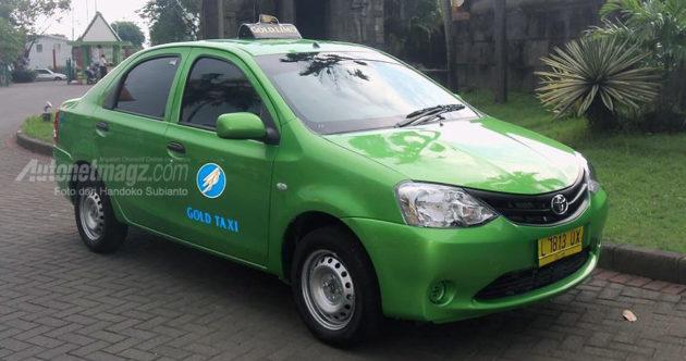 Toyota Etios sedan taksi Surabaya