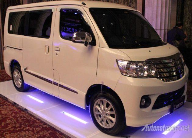 Daihatsu Luxio Putih