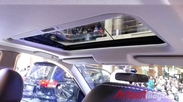 Mitsubishi Pajero Sport sunroof interior