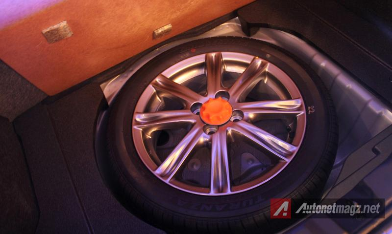 Mobil Baru, Toyota Yaris 2014 spare tire: First Impression Review Toyota Yaris 2014