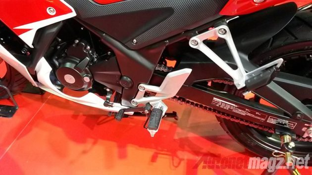 Honda CBR300R foot step
