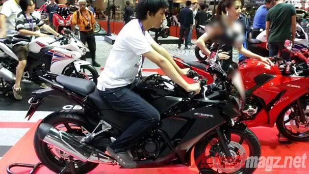 Honda CBR300R riding position