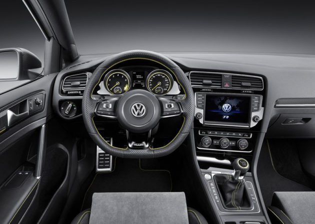 Interior dashboard Volkswagen Golf R400 Concept