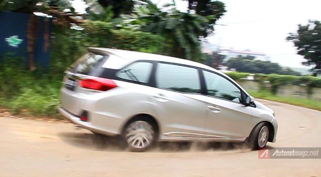 Honda, Suspensi Honda Mobilio: Review Honda Mobilio Prestige AT by AutonetMagz [with Video]