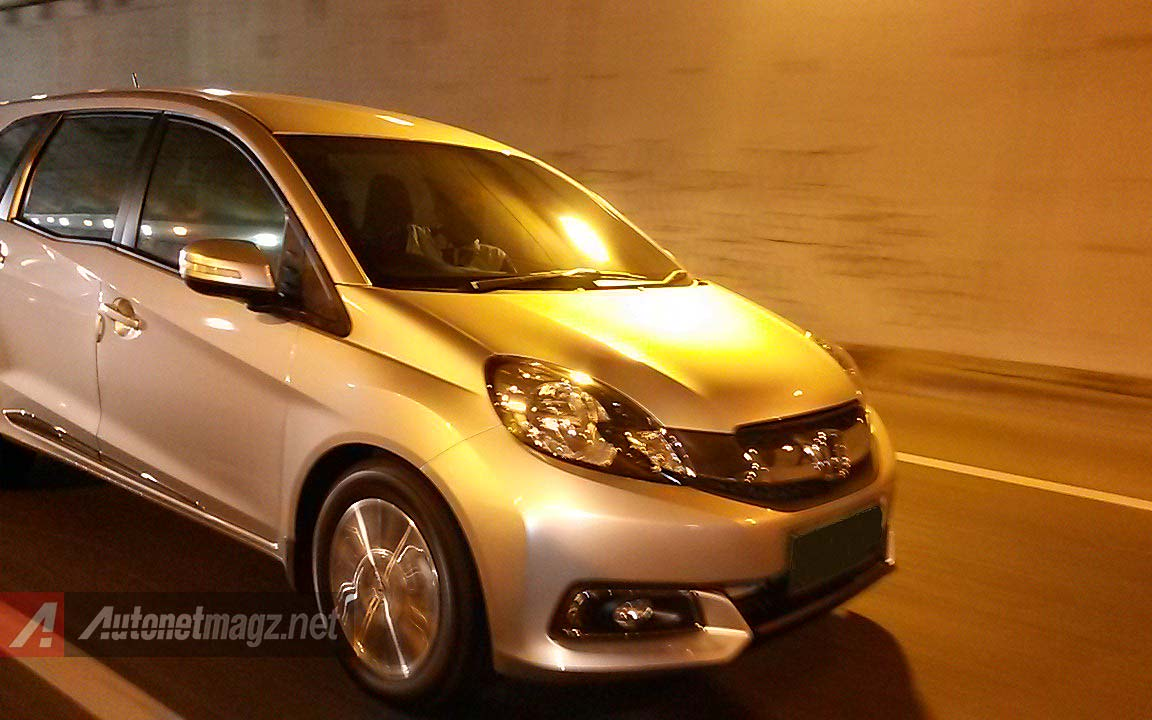 Honda, Wallpaper Honda Mobilio Prestige warna silver: Review Honda Mobilio Prestige AT by AutonetMagz [with Video]