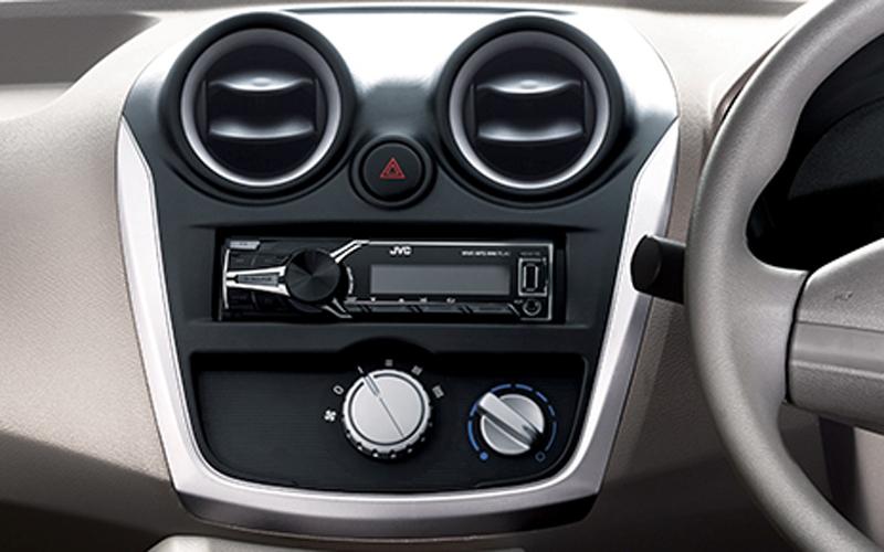 Gambar Mobil Datsun Go Panca - Rommy Car