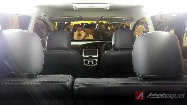 Black interior Nissan Grand Livina Autech 2014