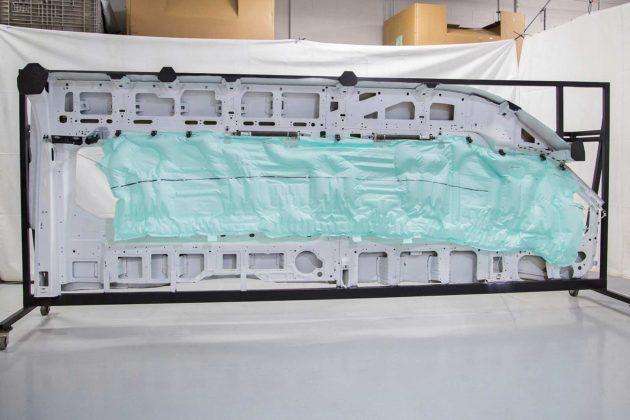 Ini airbag terbesar yang ada pada mobil Ford Transit