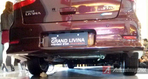 Kamera mundur Nissan Grand Livina HWS Autech