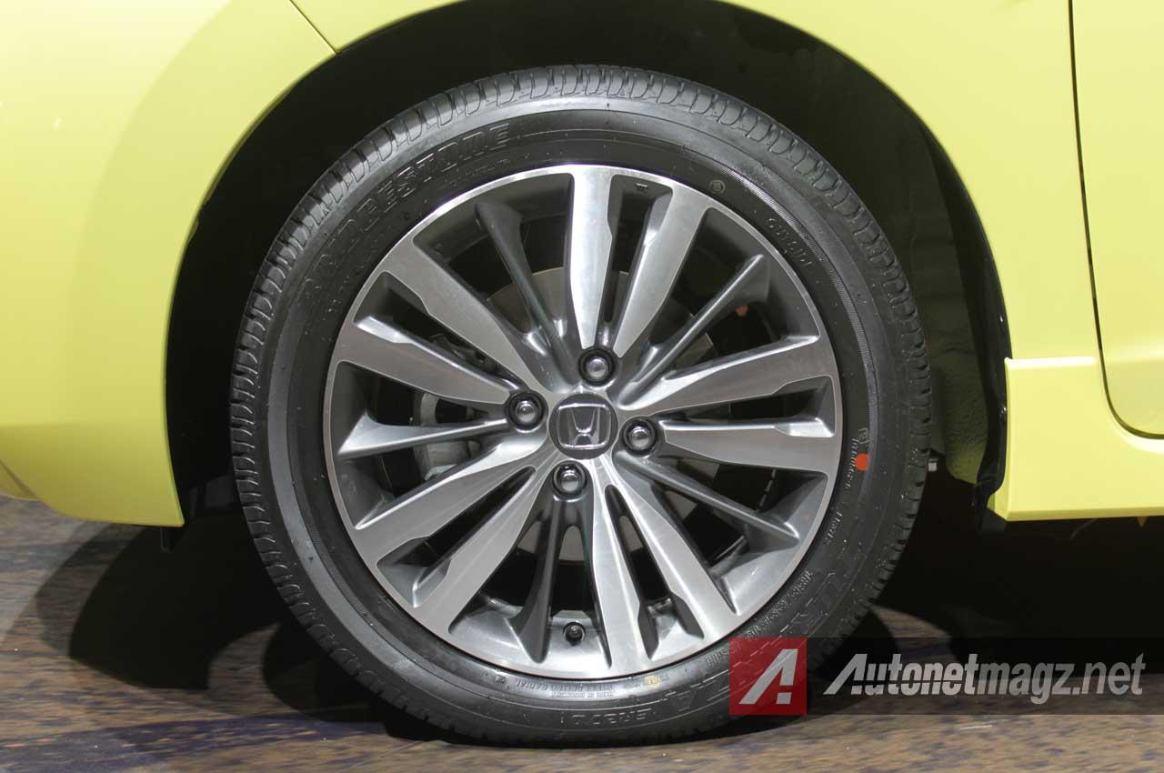 Komparasi Perbandingan Toyota Yaris TRD Sportivo Vs Honda