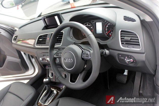 Interior dashboard Audi Q3 1.4 TFSI