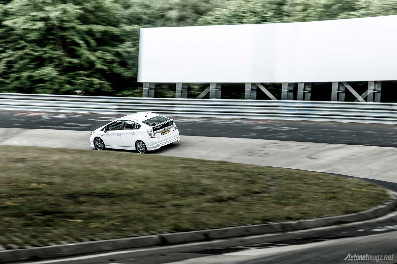 Wallpaper Toyota Prius Plug-in Hybrid TRD Nurburgring best laps