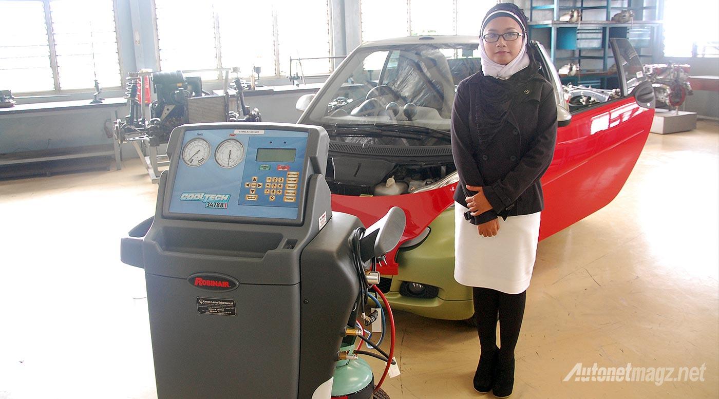 Mercedes-Benz, Dani Sofina Sibuea teknisi wanita di Mercedes-Benz Indonesia lulusan Automotive Mechatronic Training: Mercedes-Benz Indonesia Telah Mewisuda 16 Teknisi Handalnya