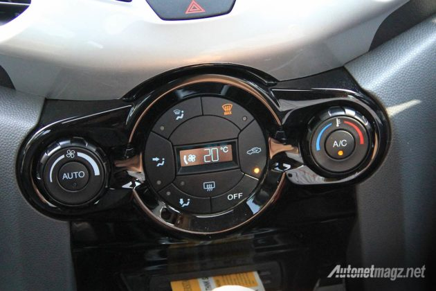 Tombol pengaturan AC mobil Ford EcoSport