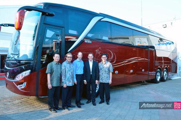 Bus-Baru-Mercedes-IIMS