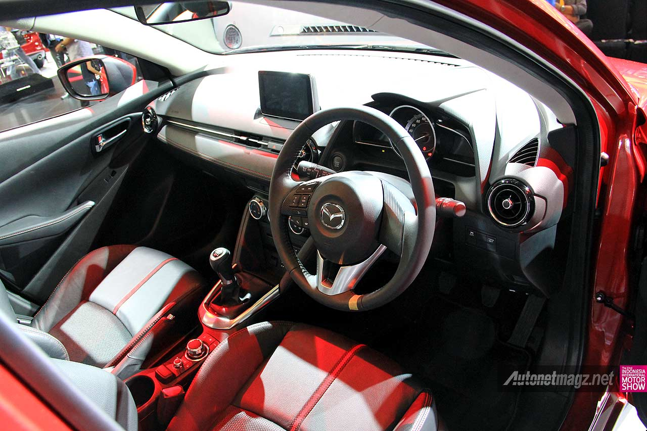 Interior All New Mazda2 2014 SkyActiv