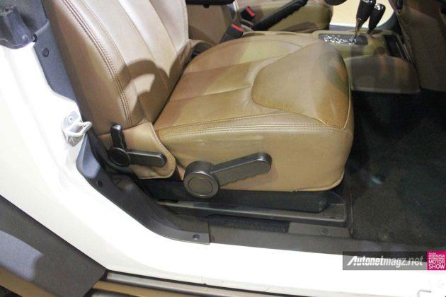 Jok depan SUV Jip Willys Wrangler tahun 2014