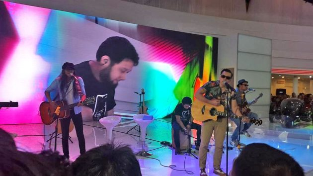 Naif band artis di booth Toyota Indonesia di IIMS 2014