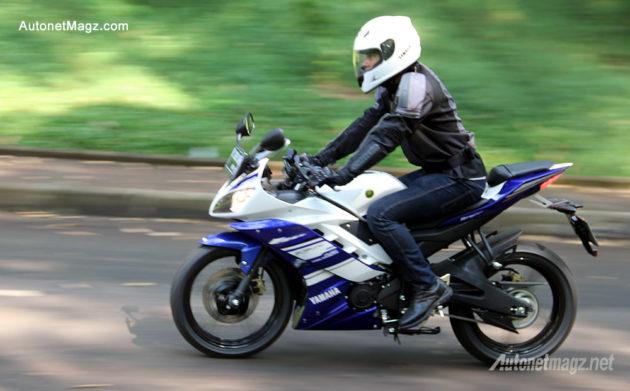 Posisi berkendara Yamaha R15