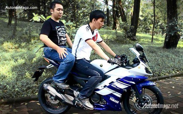 Posisi boncengan boncengers di Yamaha YZF-R15