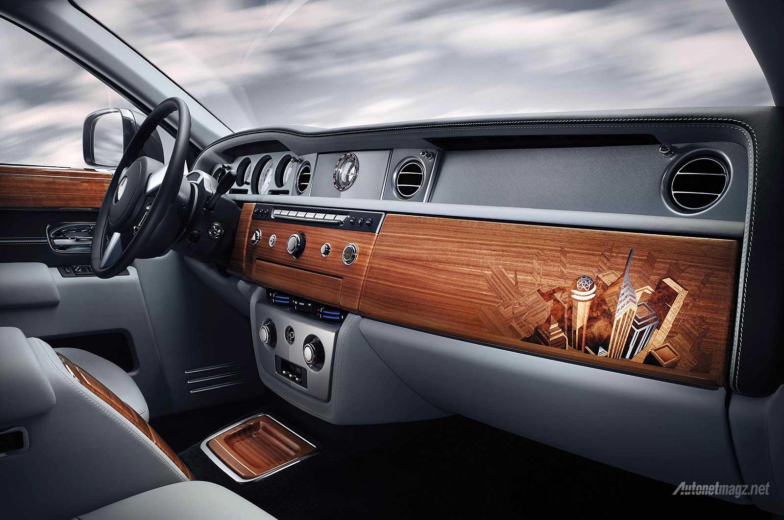 Interior kabin dashboard mobil paling mahal di dunia Rolls-Royce Phantom Metropolitan