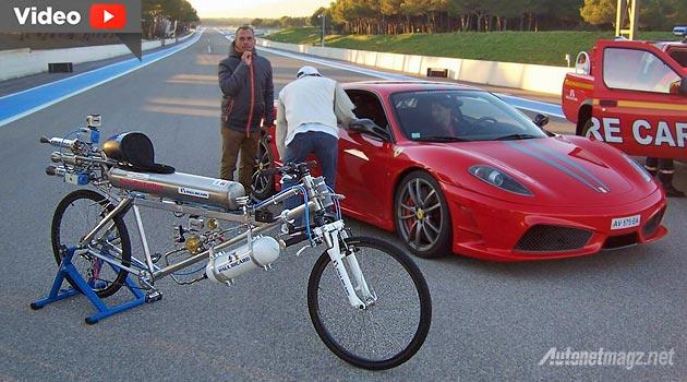 Sepeda bermesin roket lawan Ferrari Scuderia