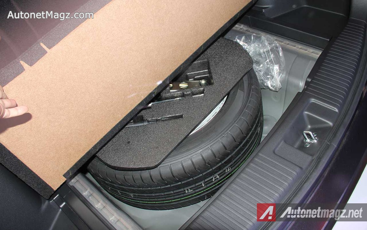 Honda, Honda-HRV-Prestige-Rear-Spare-Wheel-Full-Size: First Impression Review Honda HR-V Prestige by AutonetMagz