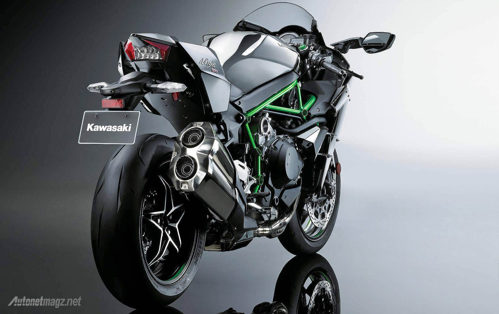 Kawasaki Ninja H2 2015 wallpaper