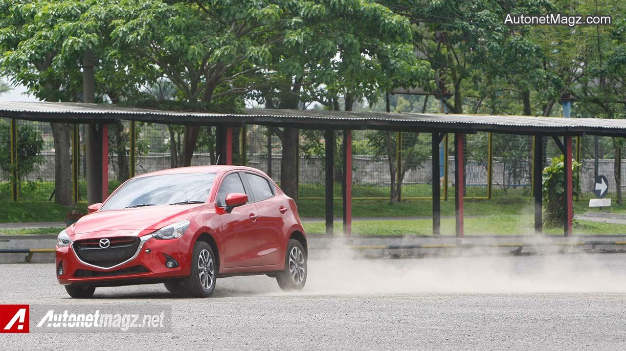 Mazda-2-SkyActiv-Drifting