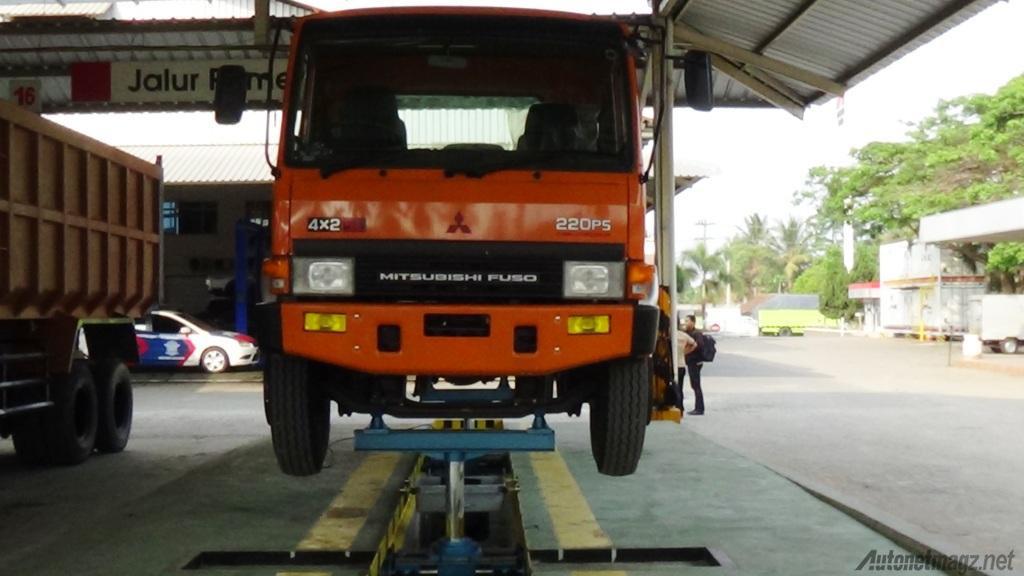 Servis-truk-mitsubishi