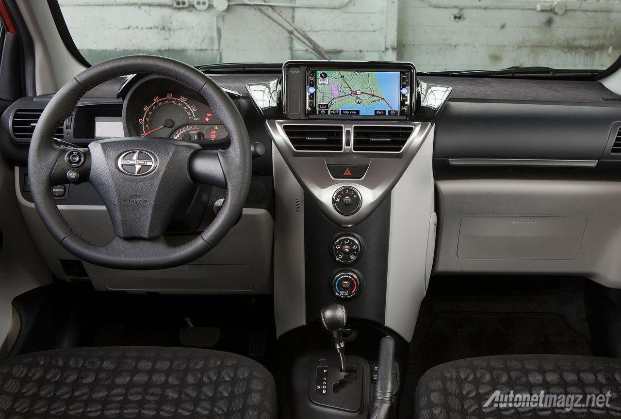 Interior-Scion-iQ