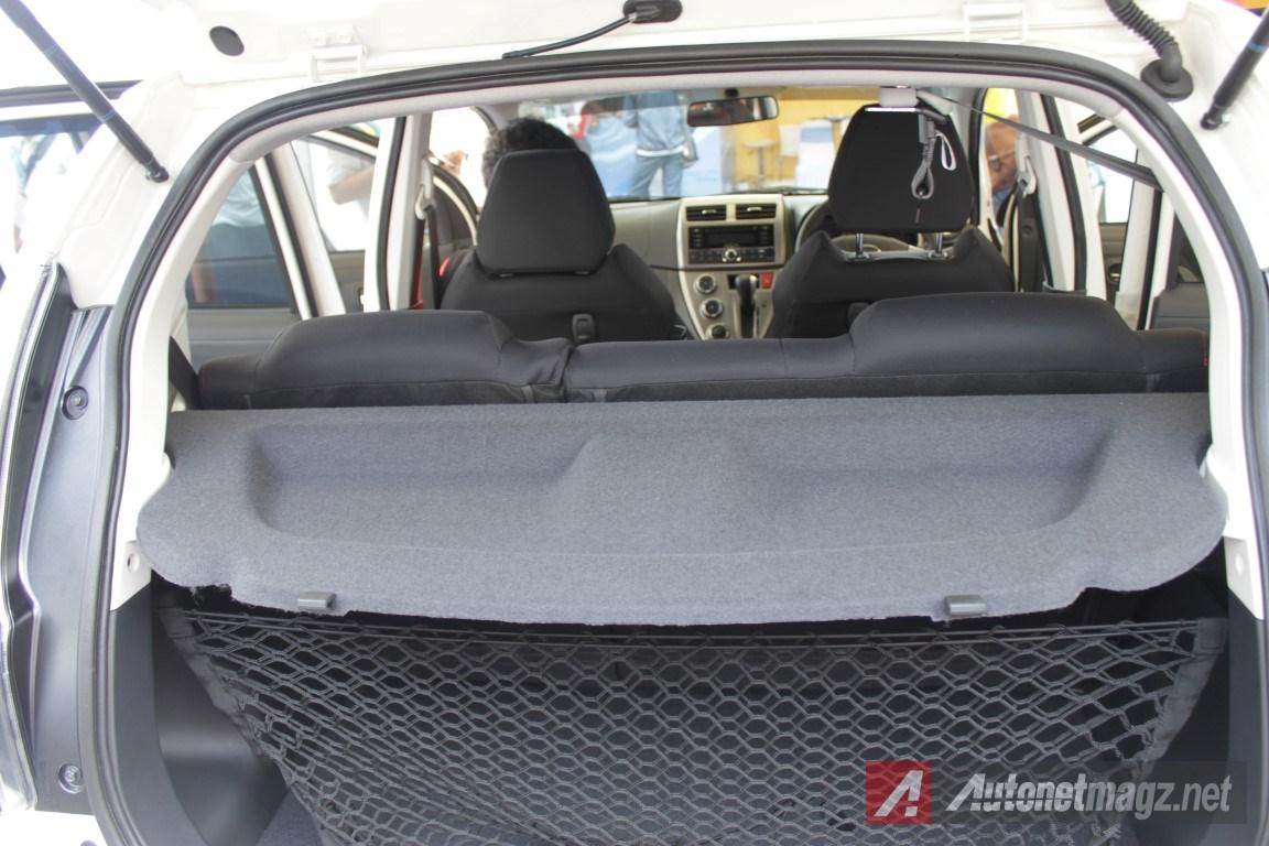 2015-Daihatsu-Sirion-Facelift-Tray