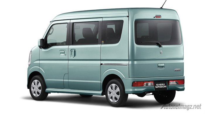 Suzuki-Every-Wagon-hijau-belakang