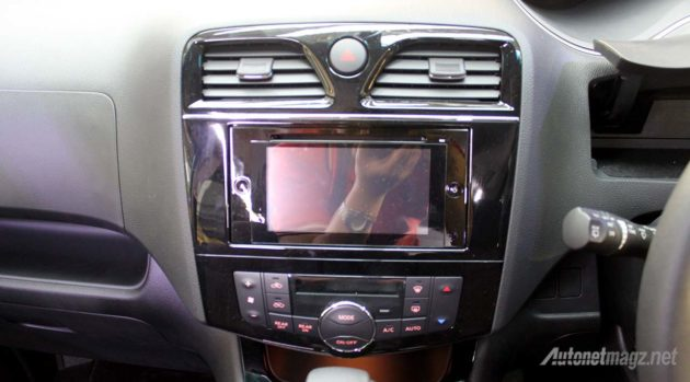 2015-Nissan-Serena-Facelift-Head-Unit