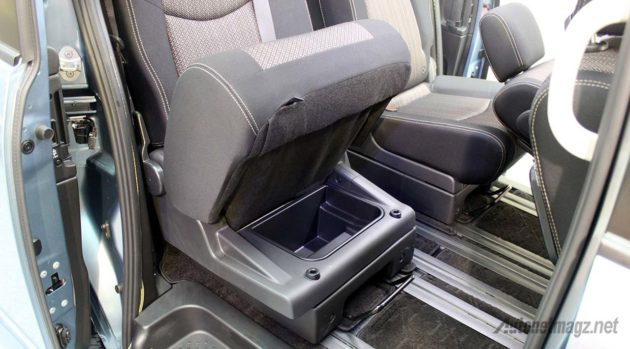 2015-Nissan-Serena-Facelift-Hidden-Storage