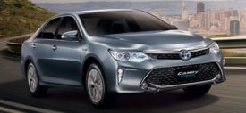 Interior-Toyota-Camry-Hyrbrid-2015