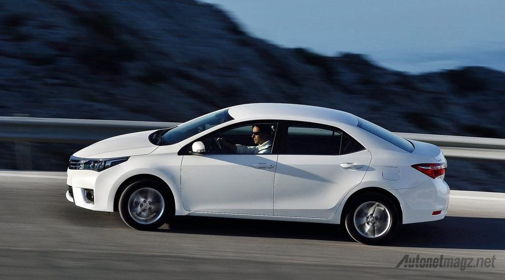 Toyota-Corolla-Altis-Samping