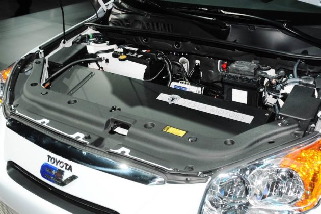 Toyota RAV4 EV powered by Tesla Motors 2015