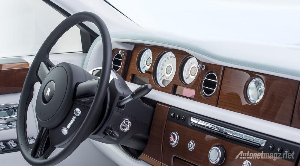 dasbor-Rolls-Royce-Serenity