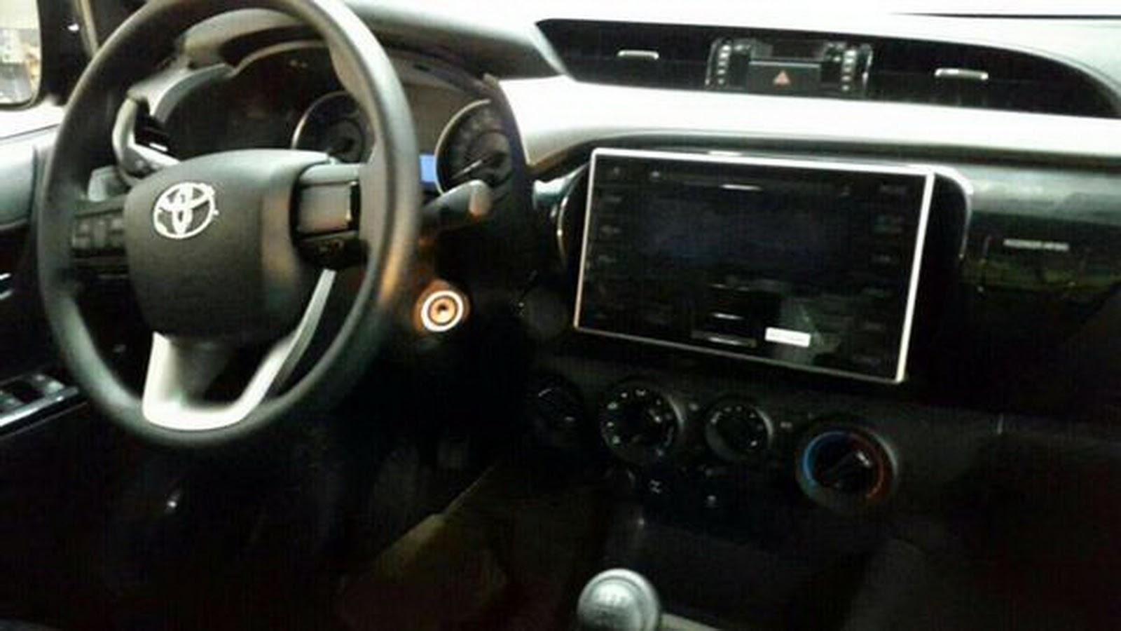 Interior Toyota Hilux baru