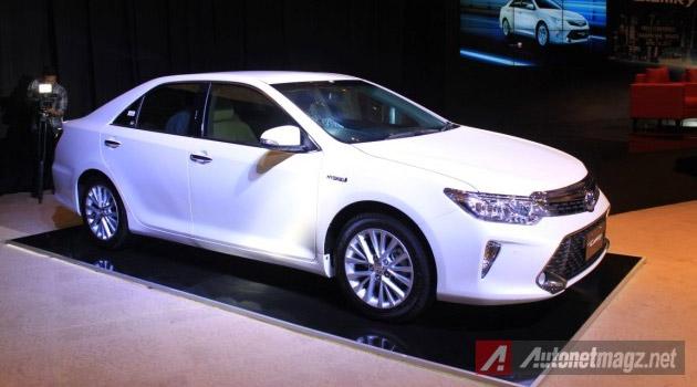 Toyota-Camry-facelift-hybrid-samping