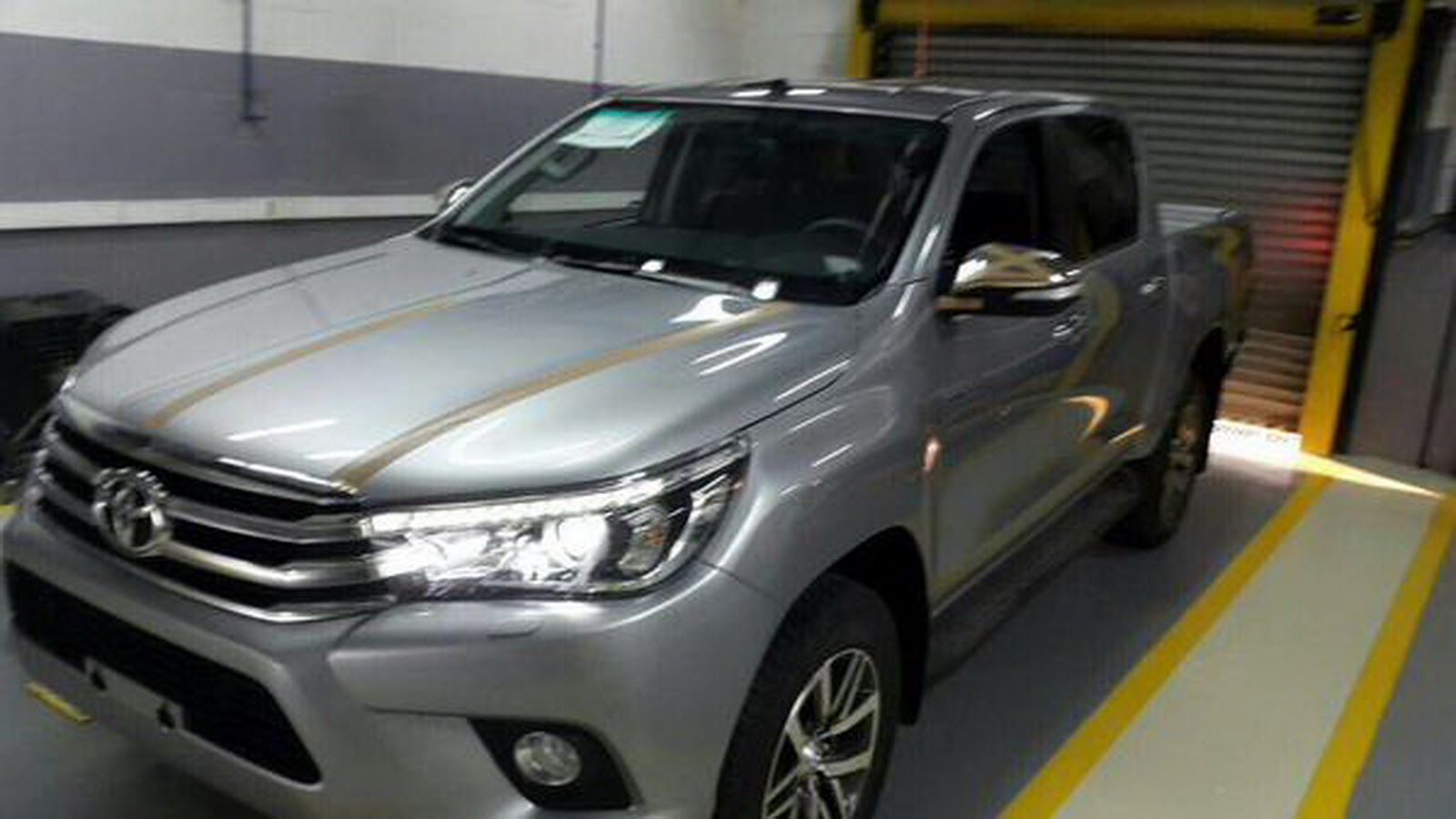 Toyota Hilux 2015 baru